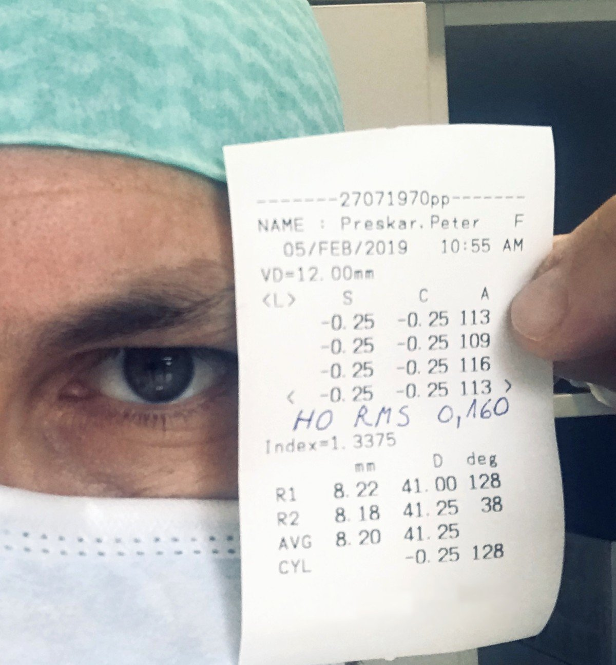 Dr. Peter Preskar with the result of his AMARIS eye laser treatment